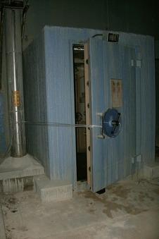 西側二重扉の画像