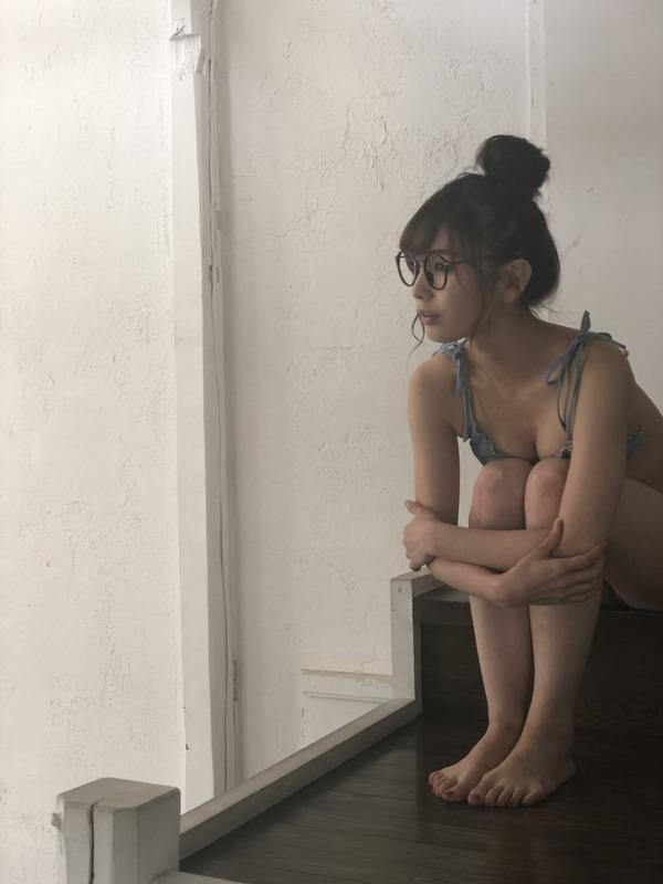 川崎あやとかいうスケベ女が雑誌の表紙でハイレグ晒して公共に風紀を乱してる件 YouTube動画>2本 ->画像>117枚