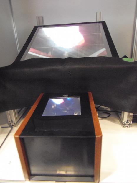 【CEATEC 2015】光学デバイスを置くだけで空中映像を!……パリティ・イノベーションズ 2枚目の写真・画像