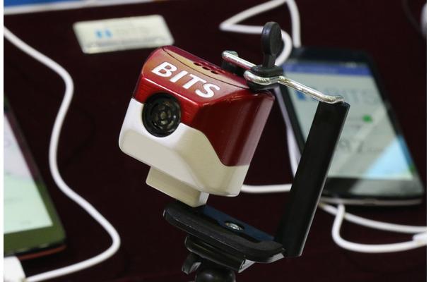 超音波距離センサーを搭載した「eye棒」の本体部分。今後は、小型化の実現なども視野に入れながら製品化に向けて開発を進めていくとのこと(撮影:防犯システム取材班)