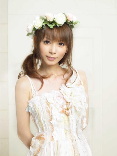 花の冠をかぶって白い綺麗なドレスを着た天使のような中川翔子
