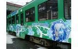 札幌市内の路面電車が「雪ミク」仕様に!車内アナウンスは藤田咲