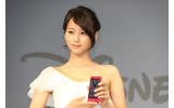 ゲストとして登壇したCMイメージキャラクターの堀北真希さんの画像