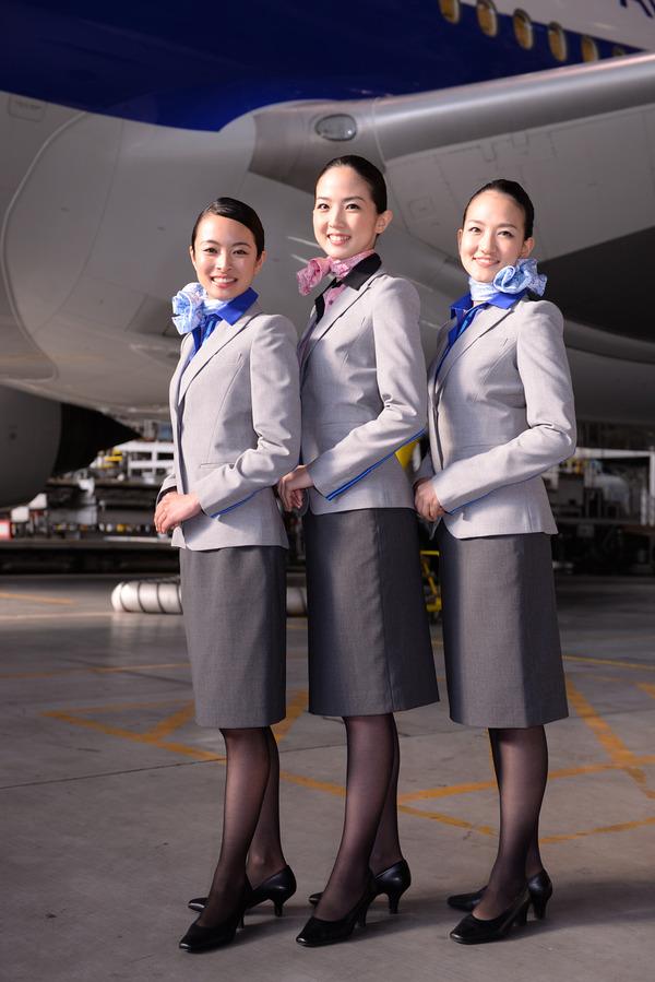 ANA、客室乗務員など新制服をお披露目!