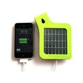 「Solar Strap for iPhone」の充電イメージ(iPhoneは別売)