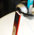 iPod nano (PRODUCT) RED Special Editionを側面から