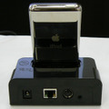 Wireless Dock for iPodにiPodを装着した様子