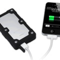 「mophie Juice Pack Powerstation PRO」でiPhoneを充電するイメージ(iPhoneを別売)