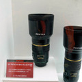 【左】「smc PENTAX-DA★200mm F2.8ED[IF]SDM」と【右】smc PENTAX-DA★300mm F4 ED[IF]SDM」は9月発売予定