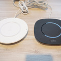 右が5W対応の「Boost↑Up Qi Wireless Charging Pad」