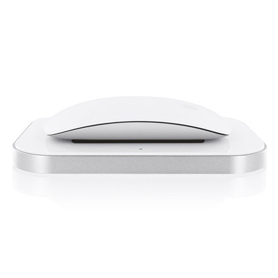 「Induction Charger for Magic Mouse」の利用イメージ(「Magic Mouse」は別売)