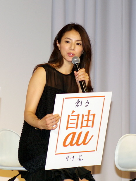 【au 2012年春モデル発表会】井川遥、伊勢谷友介、剛力彩芽、そして星飛雄馬がそろい踏み