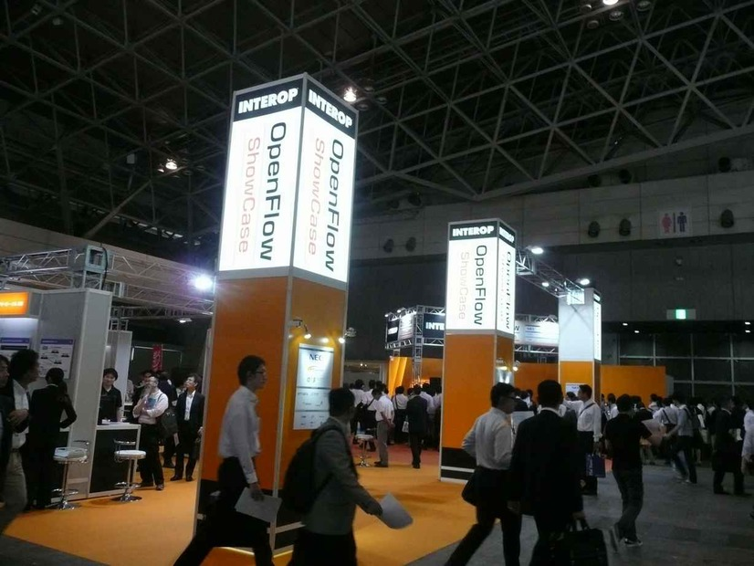 「OpenFlow ShowCase」の特設コーナー。「Open Networking Foundation」(ONF)と出展13社が協力