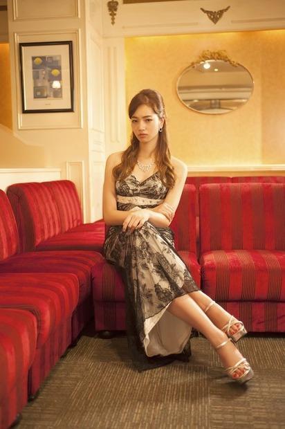 小松菜奈さんのカクテルドレス姿
