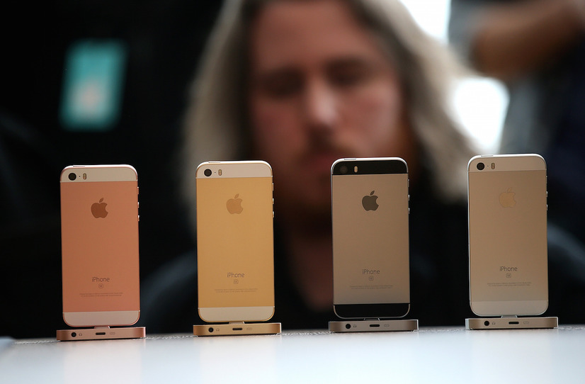 iPhoneの新モデルとして登場した「iPhone SE」(C)GettyImages