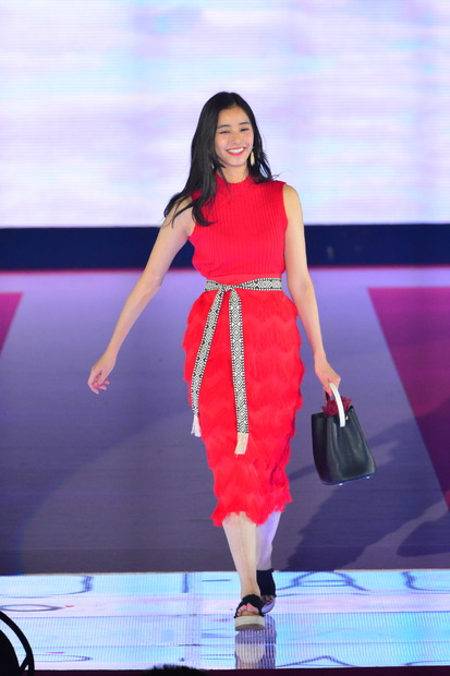 洋服が素敵な新木優子さん