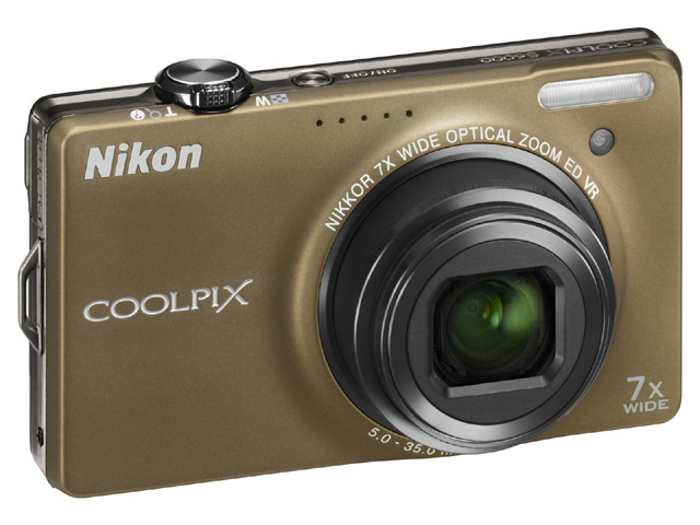 「COOLPIX S6000」(ソフトブラウン)