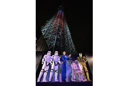 「スター・ウォーズ」本日公開!東京スカイツリーがライトセーバーに変身