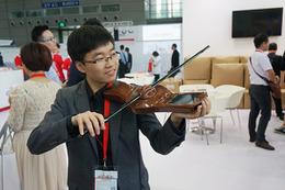 """バイオリンやギターを""""スマート化""""、練習不要でバンドの達人に!"""