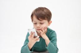 スマホ高依存の子供、1割が自分から「ネットの見知らぬ相手」に接触