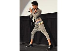 鈴木亮平、変態仮面の衣裳でアカデミー賞レッドカーペットへ