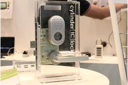 利用ニーズに応じて解錠方法変更できる後付け型スマートロック
