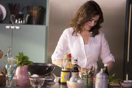 美人でセクシーな料理研究家の番組「Dlife」でスタート