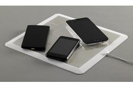 これ便利? 複数のスマホ&タブレットを同時充電できるワイヤレス充電パッド