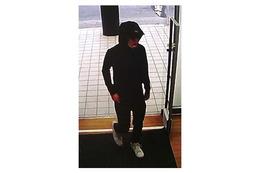 茨城県警、牛久市の書店で発生した強盗事件の容疑者画像を公開 画像