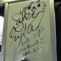 車内には藤田咲さんのサイン