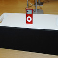 iPod nano (PRODUCT) RED Special Editionとドック付きスピーカー