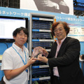 Interop Tokyoの「Best of Show Award 2012」グランプリ受賞時の様子