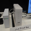 Android OS搭載の「Smart TV Box」(写真右側)
