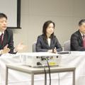 記者団の質問に答る、(左から)カスタマーサービス・カンパニーの小早川氏、佐藤氏、眞田氏 (撮影:近藤謙太郎)