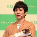 アンジャッシュ・渡部建と愛犬のマロン【撮影:浜瀬将樹】