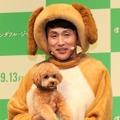 アンジャッシュ・児嶋一哉と愛犬のネネ【撮影:浜瀬将樹】