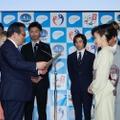 厚生労働大臣がAKB48、EXILEらに感謝状を授与!乃木坂46も動画出演が決定