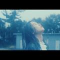 モデルの横田真悠が雨に打たれ熱演!「楽曲に吸い込まれ涙が出てきた」