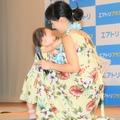 東尾理子、石田つむぎちゃん(次女)【撮影:小宮山あきの】