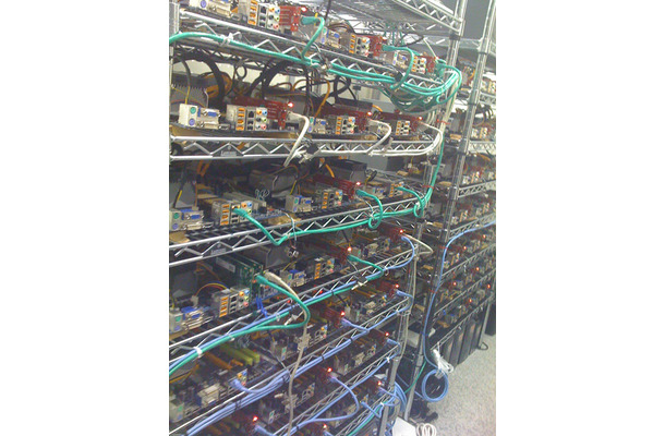 pixivサーバー群:企業秘密もあり詳細はお見せできない。冷却効率も高い