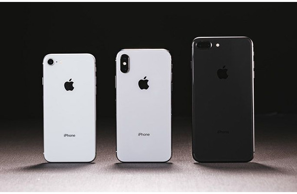 左/iPhone 8 中央/iPhone X 右/iPhone 8 Plus