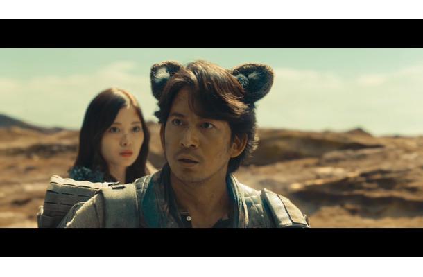 岡田准一、猫耳姿を披露!「ニャンだって!?」