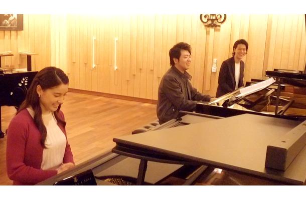 土屋太鳳、霜降り明星・粗品がピアノ競演!メイキング映像を公開