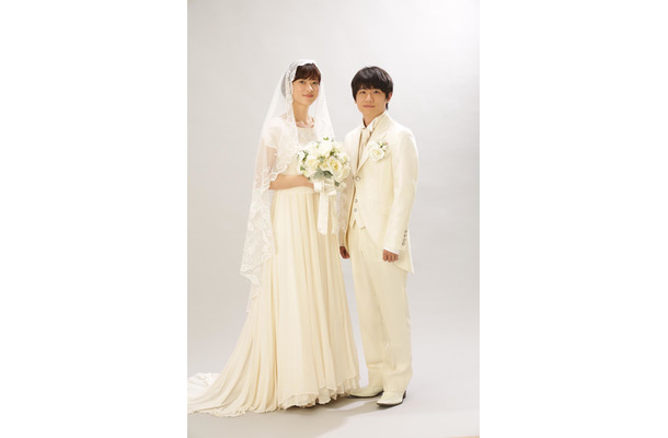 上野樹里と風間俊介の幸せあふれる結婚式2ショット公開!ドラマ『監察医 朝顔』