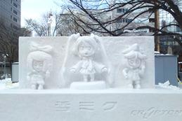 ライトアップされた氷の初音ミク……さっぽろ雪まつり 画像