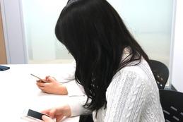 【女子高生スマホ事情 Vol.2】「スマホケースの買い替えは2ヵ月ごと」「自撮り棒はよく折れる(笑)」 画像