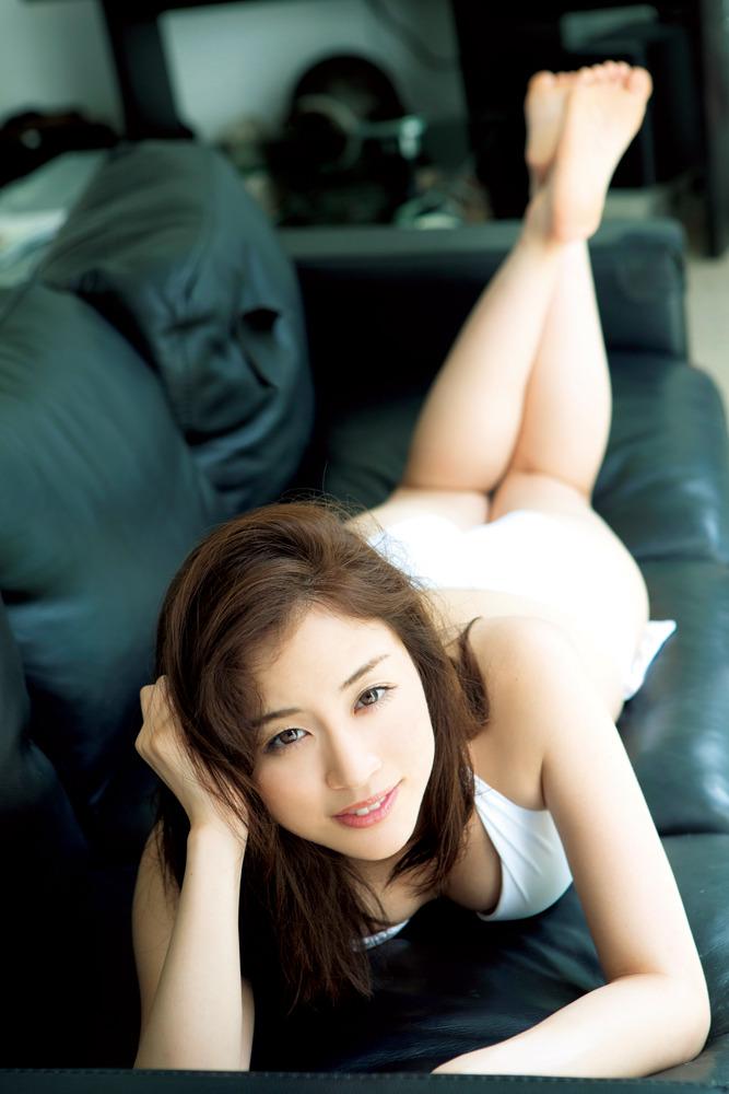 お天気お姉さん・新井恵理那、圧巻の水着姿を初披露   RBB TODAY