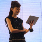 【CEATEC 2011(Vol.14):動画】東芝、薄型・軽量のAndroidタブレット「REGZA Tablet」をデモ 画像