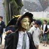 こういう帽子は手作りだろうか。ハロウィンか魔女系のコスプレ流用かの画像