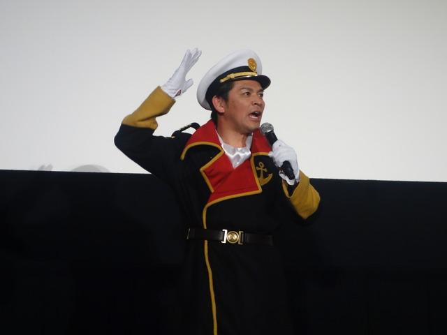 加藤夏希(29)が森雪のコスプレでムチムチボディを披露